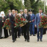 Глава митрополии принял участие в возложении цветов к Вечному огню и мемориалу на Всесвятском кладбище